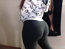 Latina beauty shakin her booty in spandex after working out the gym