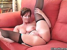 Britains most hottest grannies showing their pussy