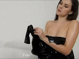 Woman latex dressup with beauty oel and comming feelings
