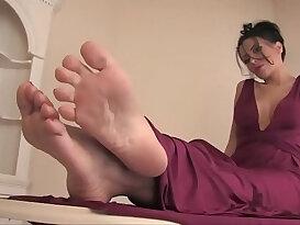 Latina beauty heras sexy soles
