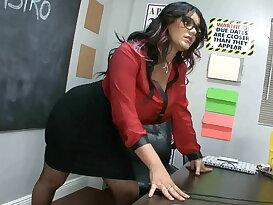 Angelina\'s footjob class